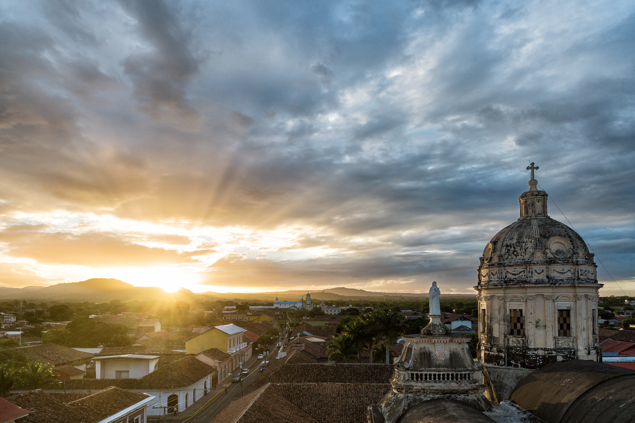 Splendid sunset in Granada. Every 15 minutes the huge church bell rung right next to us, forcing us out unto a ledge with our fingers in our ears!