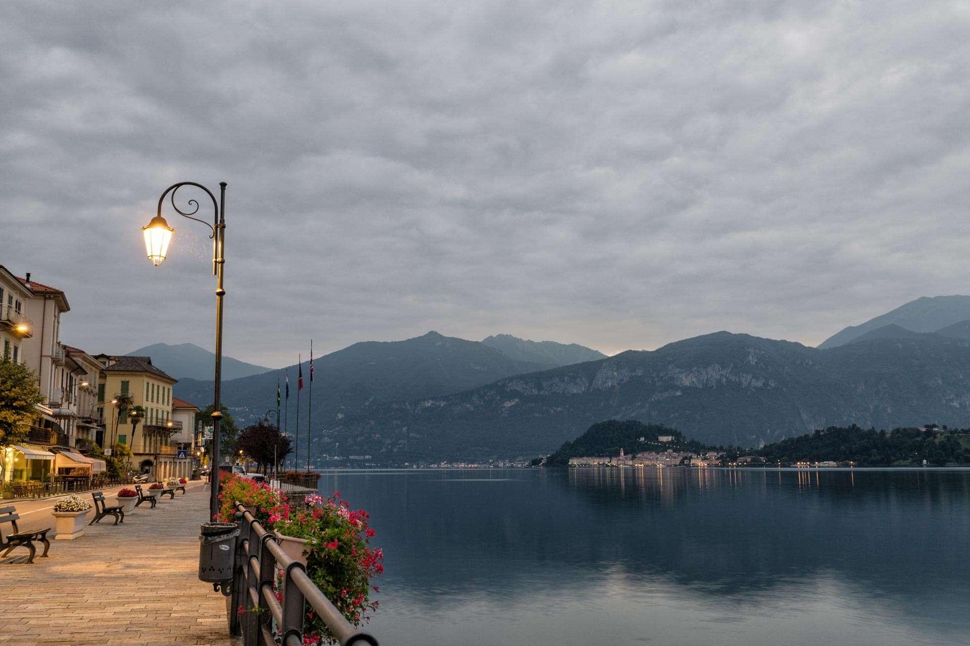 Meget tidlig morgen ved Como.