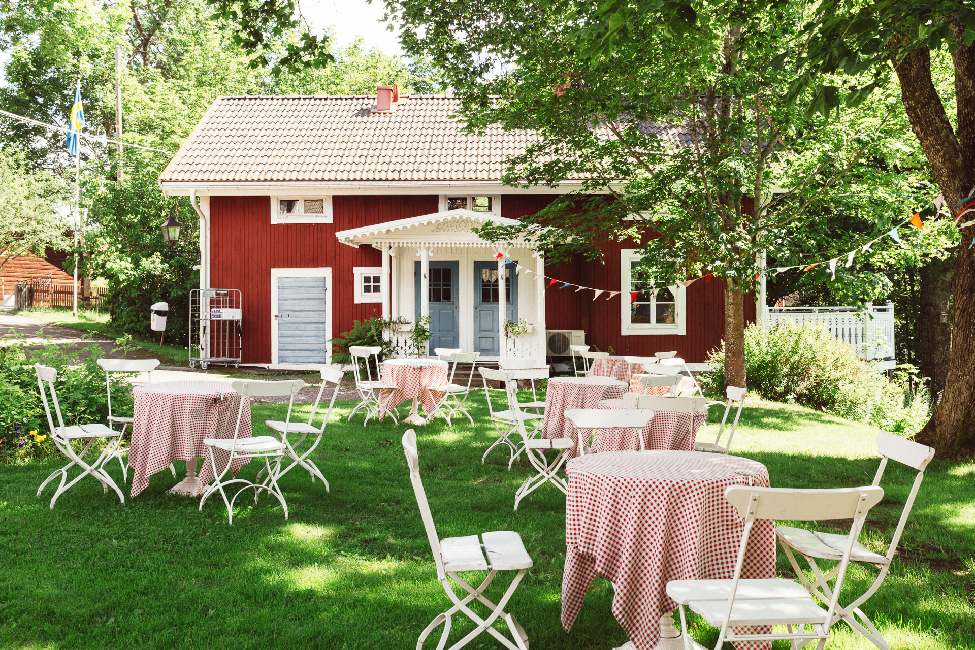 The color of this house (and many others in Sweden!) is called falu red.