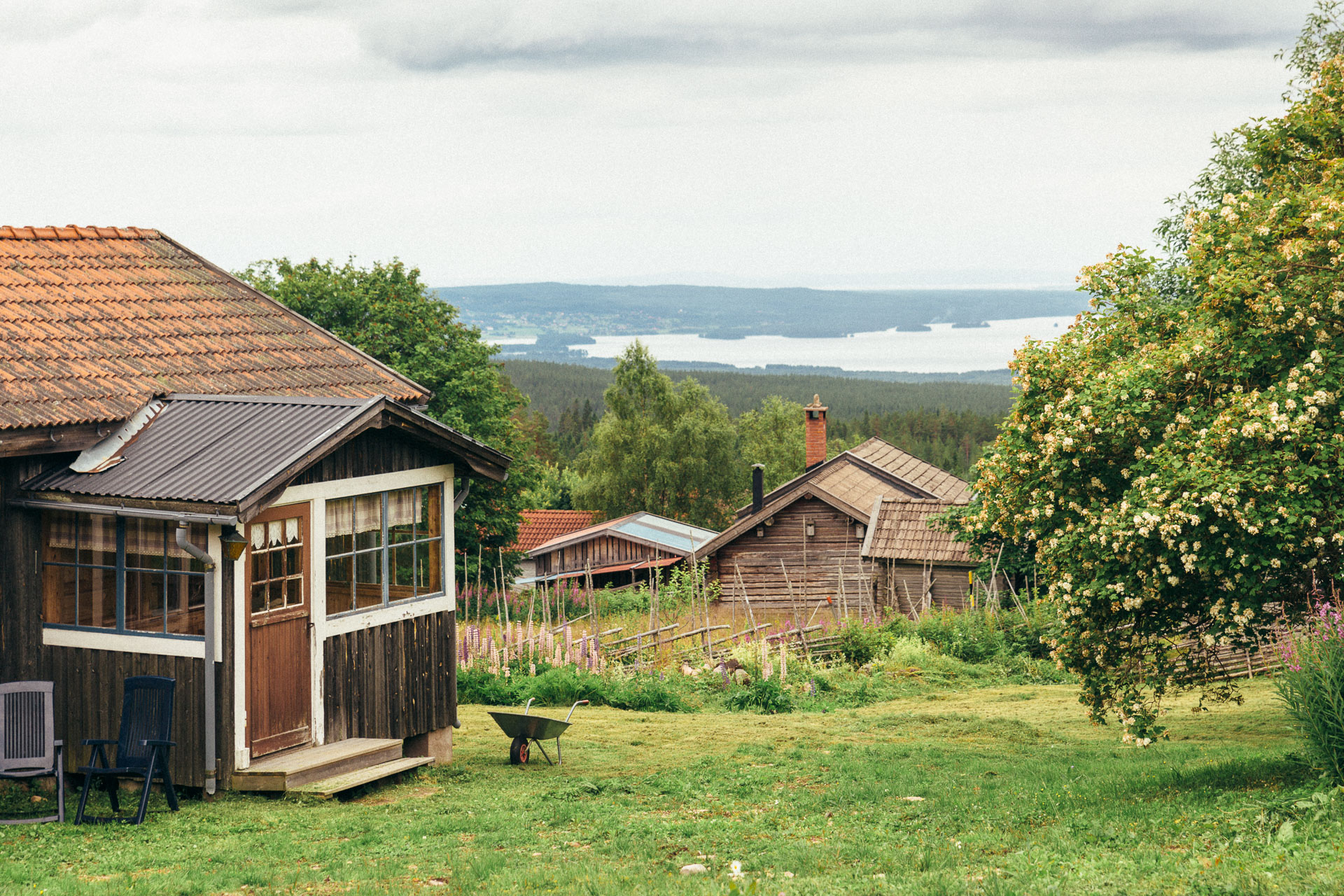 Traditional Swedish houses with a magnificient view.