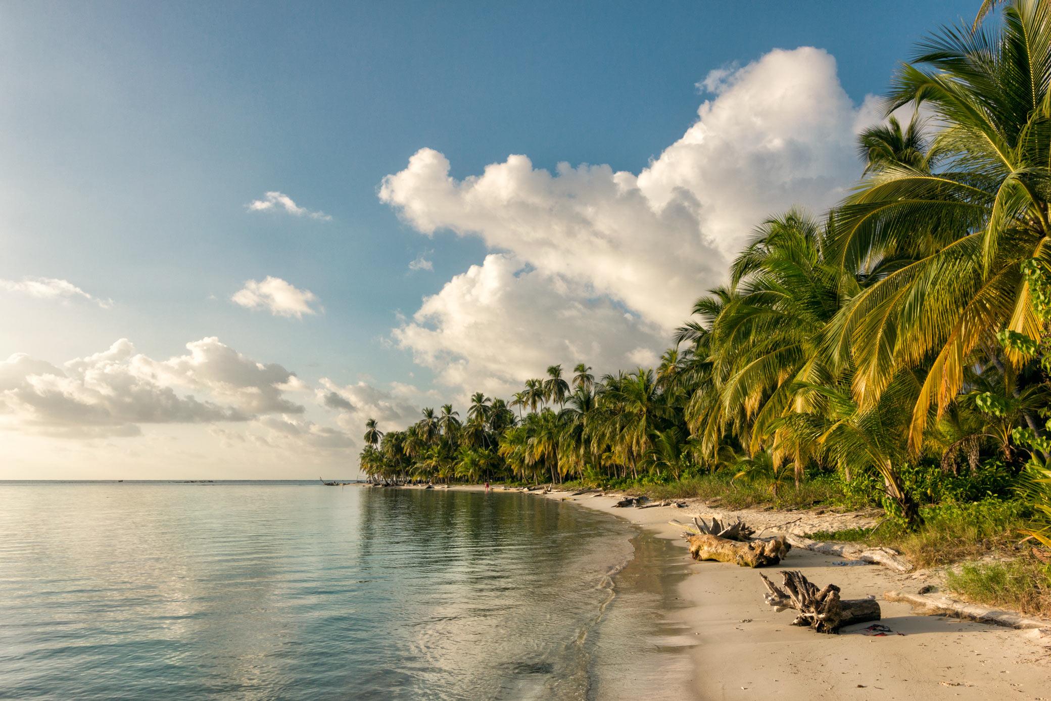 De 365 øer er hjem til Kuna-indianerne, som i høj grad stadig lever som de gjorde, før europæerne kom.