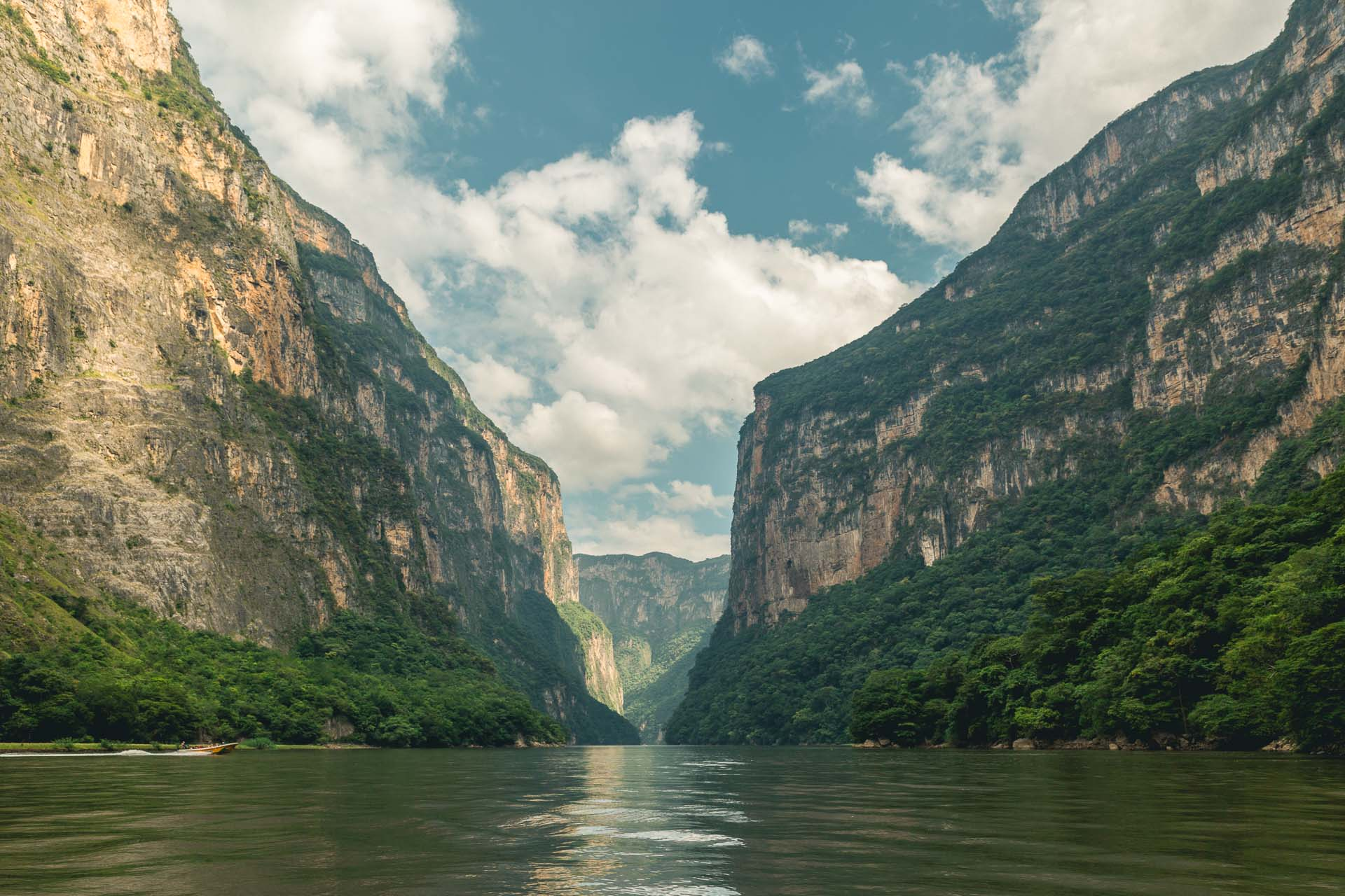 Sumidero Canyon was so breathtaking. We sailed through it and enjoyed every minute.