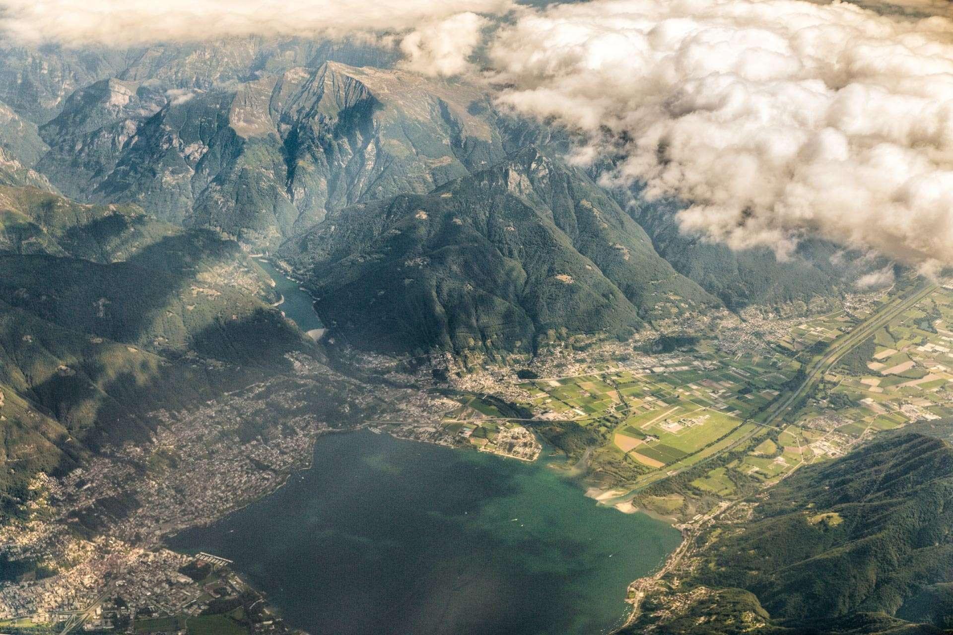 Endnu en udsigt fra flyet. Jeg tror, at det er Schweiz.