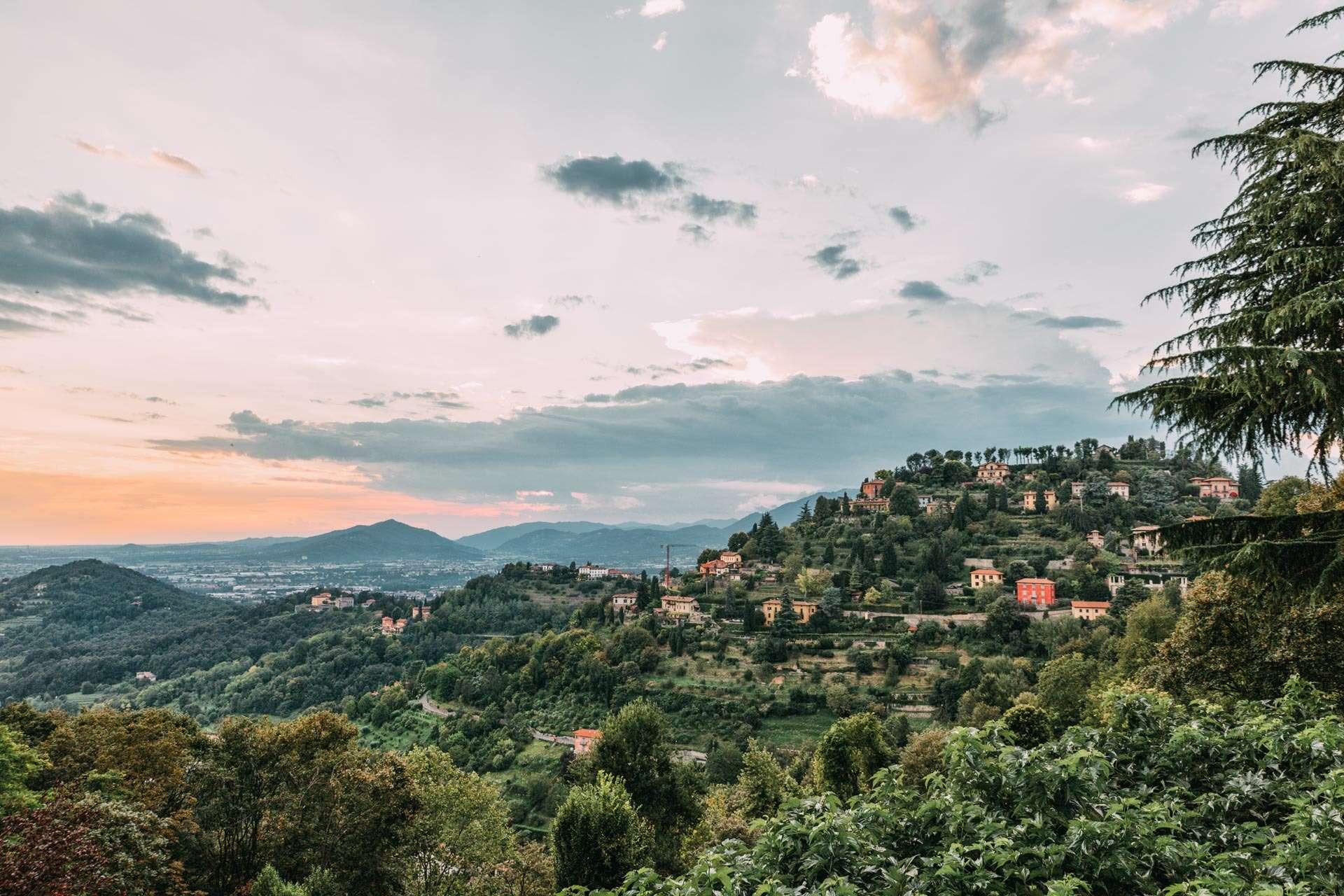 Udsigt over en af Bergamos dale.