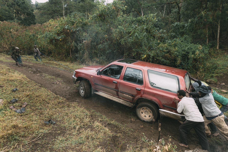 Når firhjulstrækket ikke slår til, må man få lidt hjælp fra gutterne 💪