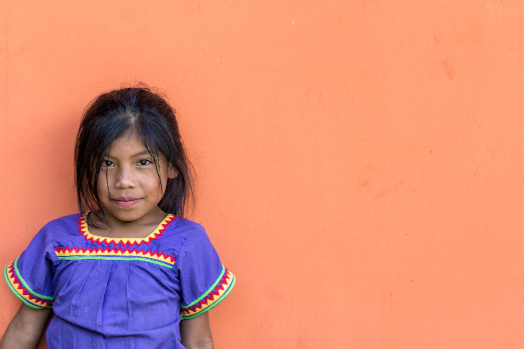 En lokal pige på kaffefarmen Dos Jefes i Boquete.