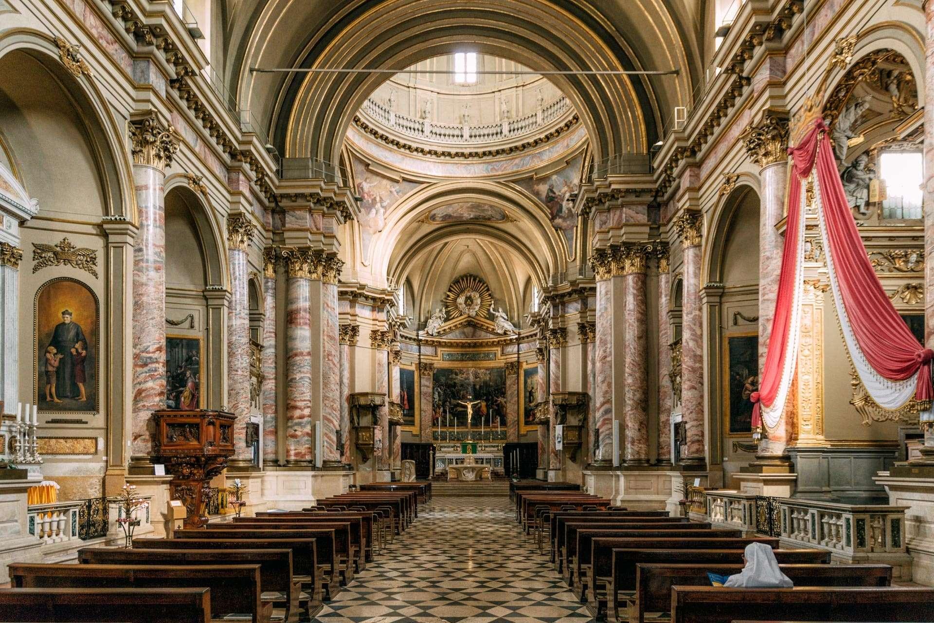 Ca. 3 ud af 4 italienere tror på, at der findes en gud. Hende her er nok én af dem.