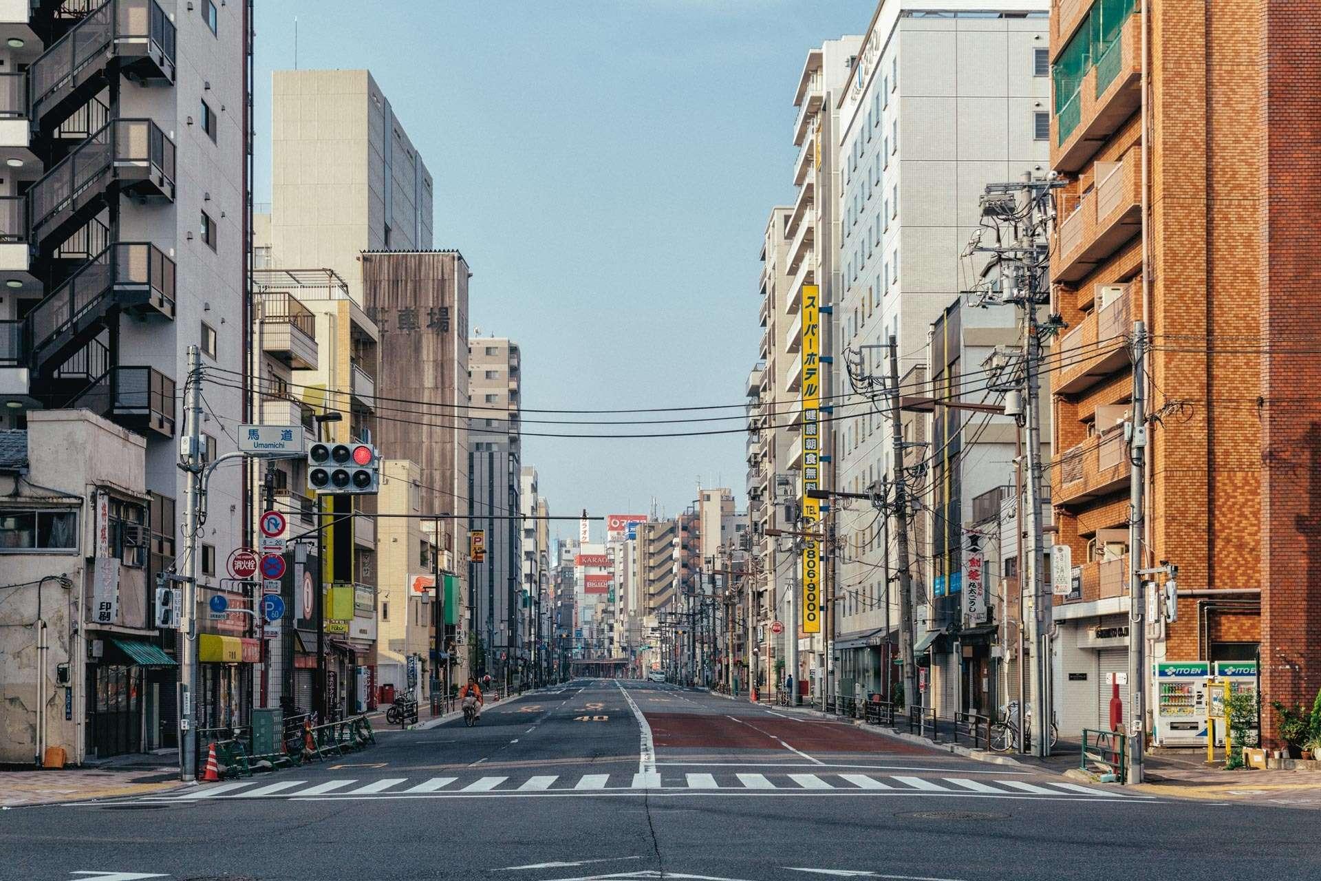 En meget tidlig morgen i Tokyo-bydelen Asakusa.