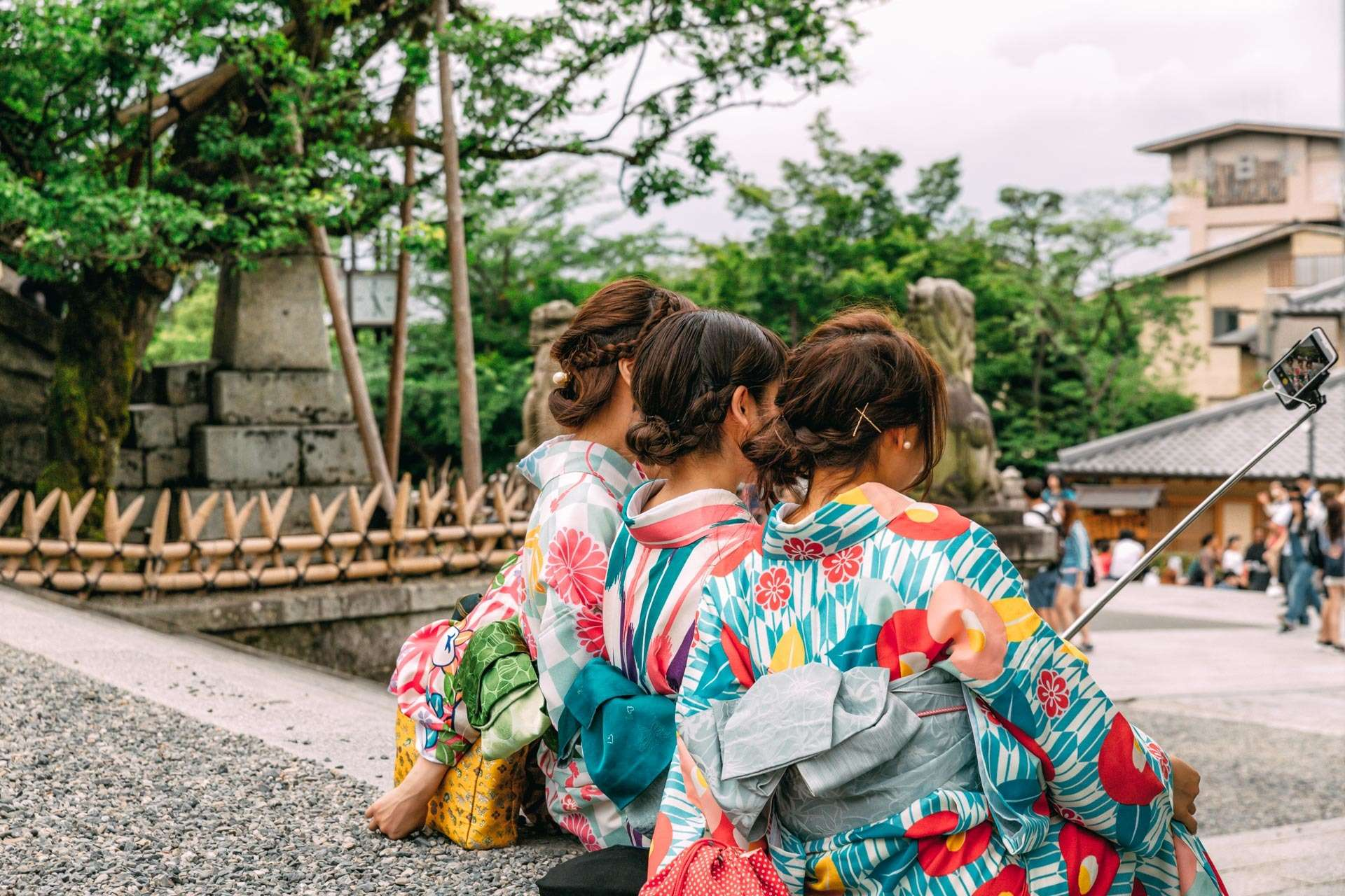 Mange kvinder ynder at klæde sig ud og gøre sig fine i kimonos for derefter at besøge seværdigheder - og tage masser af selfies.